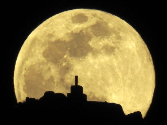 c0299df3-e8f8-4349-a521-ed44de7ca4d6-EPA_epaselect_SPAIN_SUPERMOON